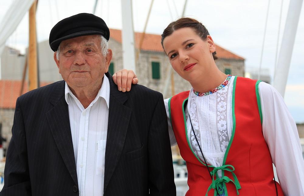 Ante Balin Nijemac i njegova unuka Veronika Skračić (Foto: Rudinapress/H. Pavić)