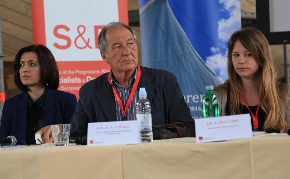 Tonino Picula - Konferencija u Betini (Foto H. Pavic) (7)