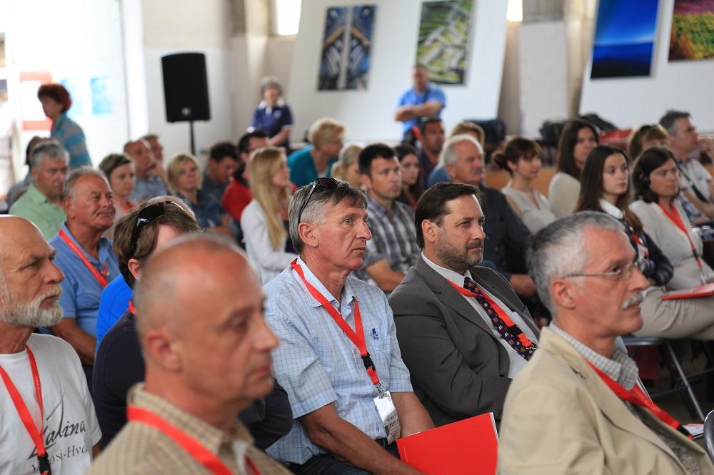 Tonino Picula - Konferencija u Betini (Foto H. Pavic) (8)