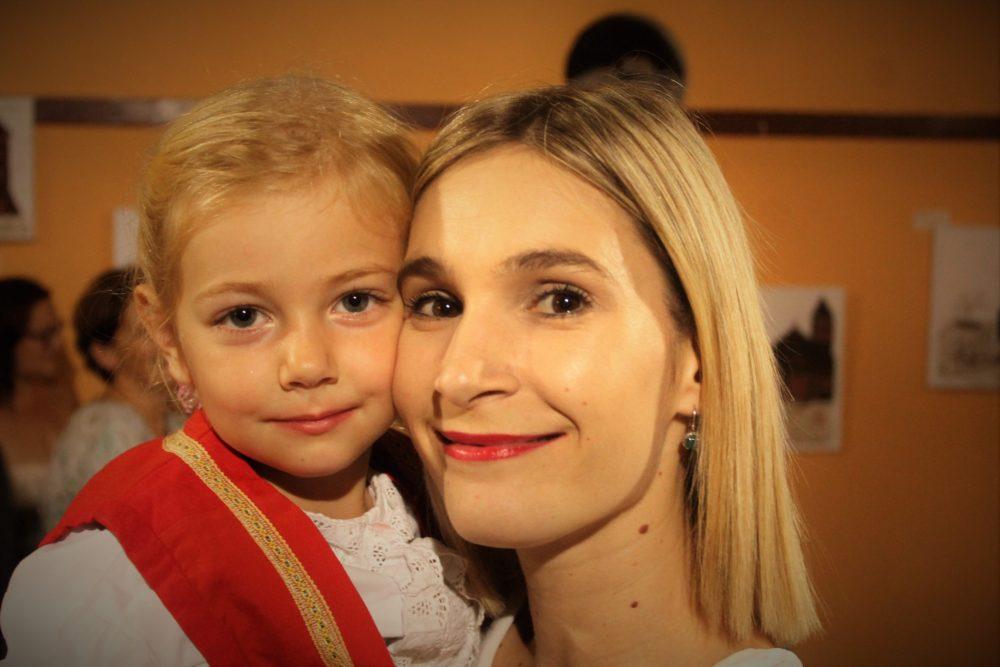 Djevojčica u tišnjanskoj narodnoj nošnji (Foto: Rudinapress/Sanja Henjak)