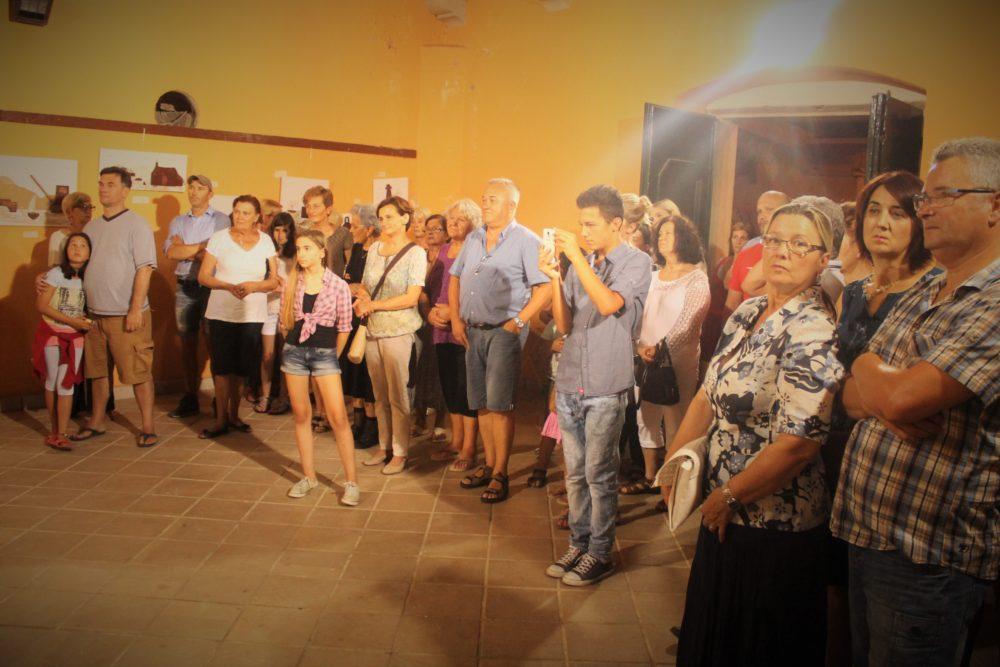 Posjetitelji na otvaranju izložbe slika u Atriju palače Katunarić (Foto: Rudinapress/Sanja Henjak)