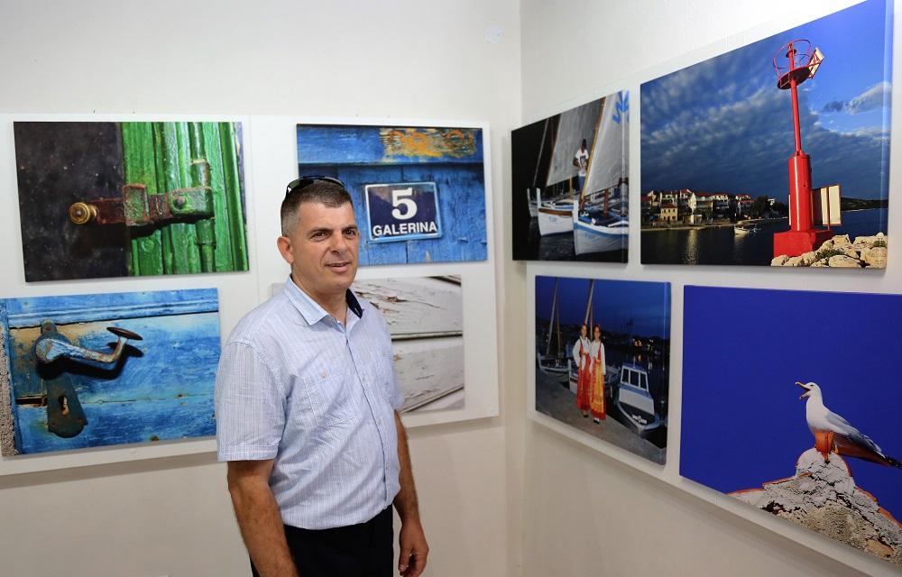 Neven Jović i njegove fotografije (Foto: Rudinapress/H. Pavić)