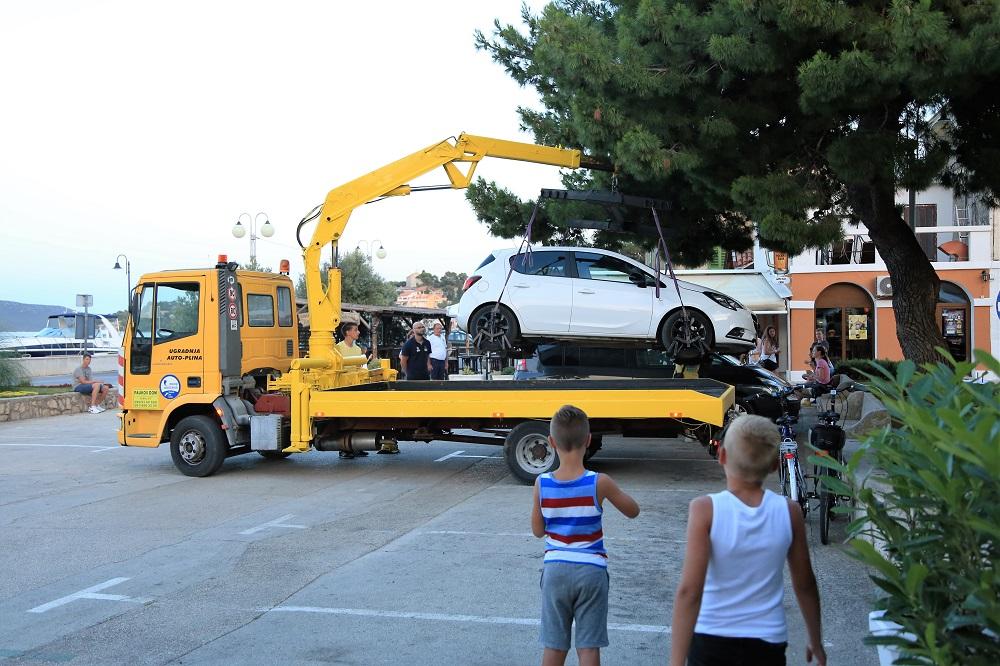 Opel je odmah otišao (Foto: Rudinapress/Hrvoslav Pavić)