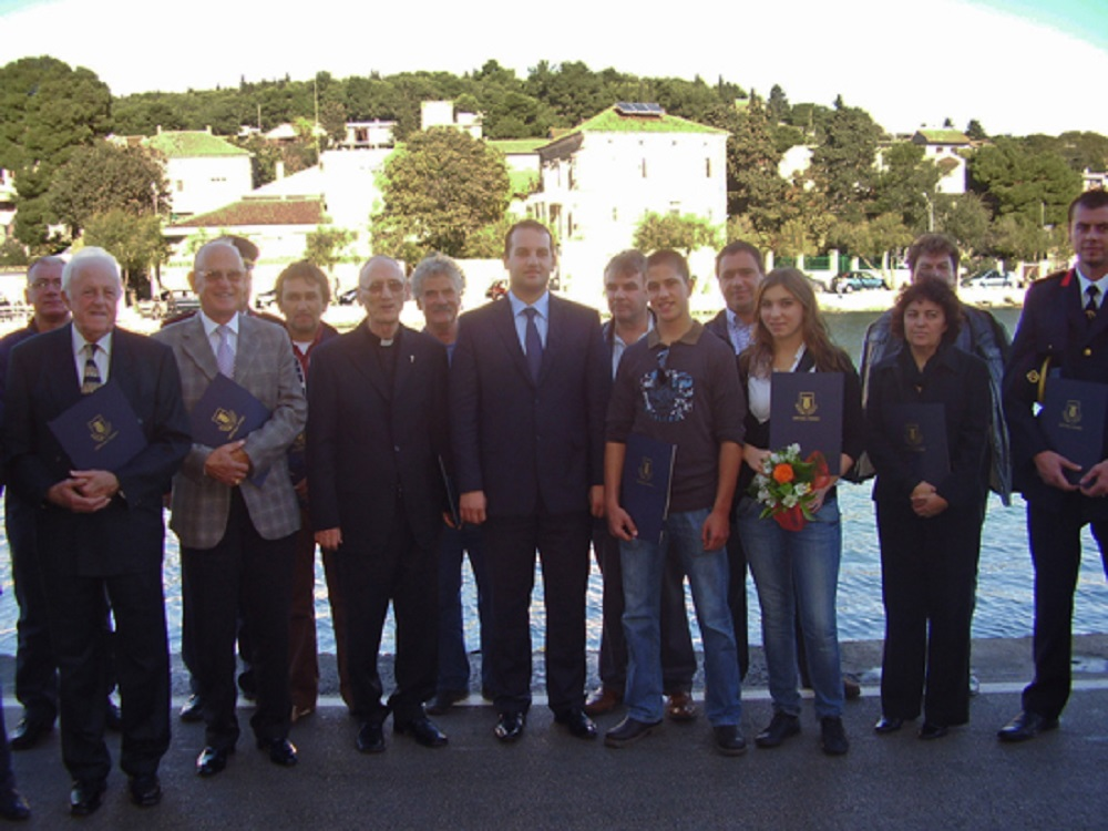 S dodjele nagrada i priznanja Općine Tisno 2010. godine - Branko Barešić je s prvi s lijeve strane