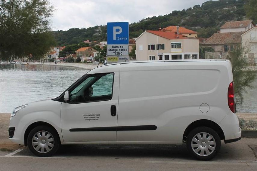 Dostavno vozilo Doma za starije osobe Tisno (Foto: Rudinapress/S. Henjak)