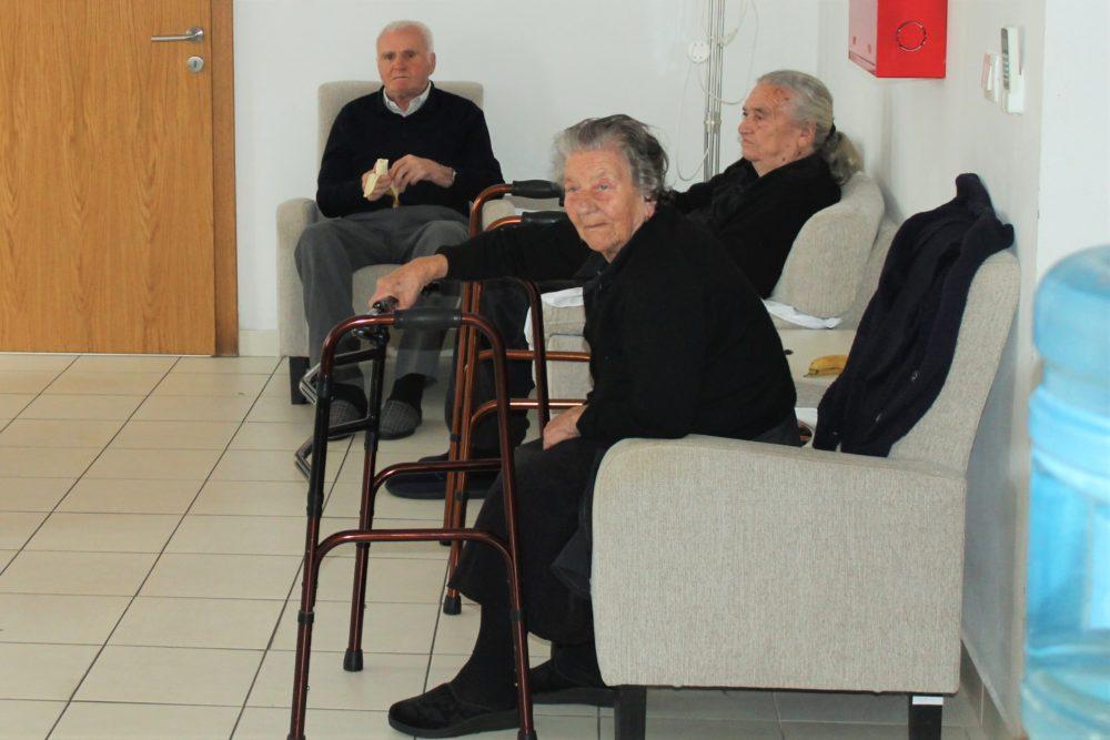 Štićenici tišnjanskog Doma za starije i nemoćne osobe uživaju slušajući legendu o Svetom Martinu (Foto: Rudinapress/S. Henjak)