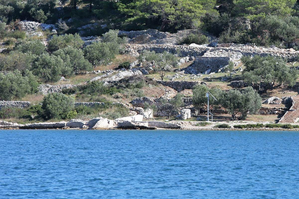Hoće li se smjeti na arheološkom nalazištu urediti 'Prva antička plaža'? (Foto: Rudinapress/H. Pavić)