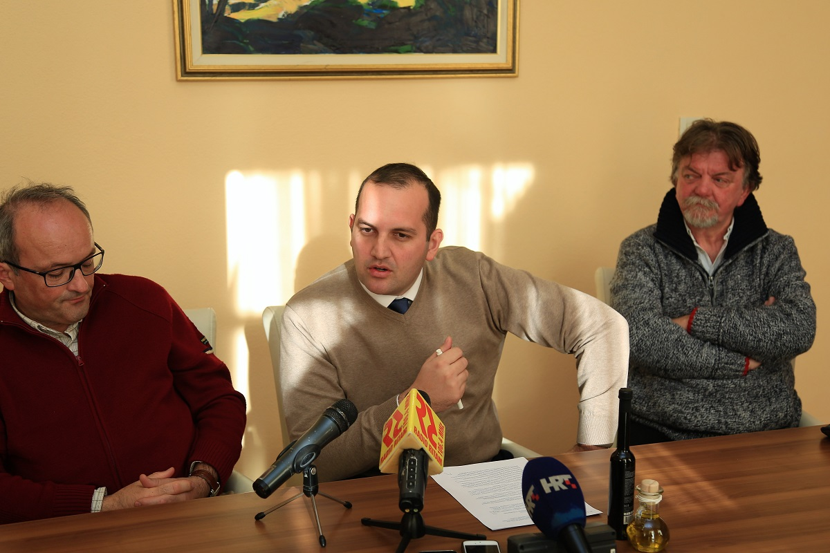 Etnolog Jadran Kale, načelnik Ivan Klarin i arheolog Željko Krnčević (Foto: Rudinapress/H. Pavić)