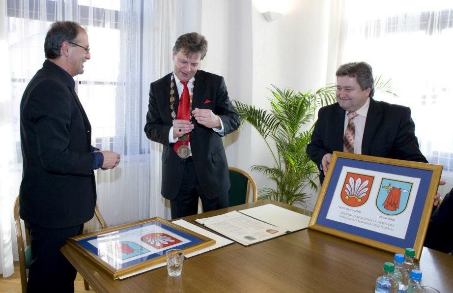 Potpisan Ugovor o bratimljenju općine Tisno i grada Velké Meziříčí (Foto: arhiva)